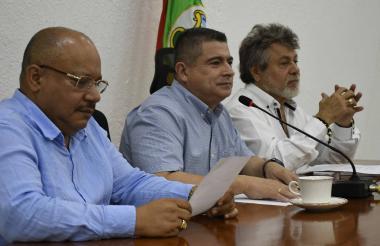 Concejales Zamora, Vergara y Díaz, durante la sesión.