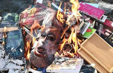 La organización quema varios objetos por ser contrario al respeto a Dios