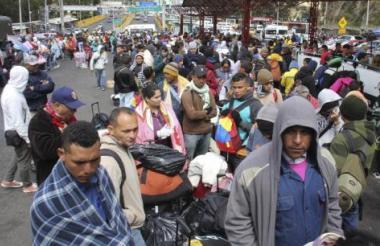 Venezolanos emigran a Perú.