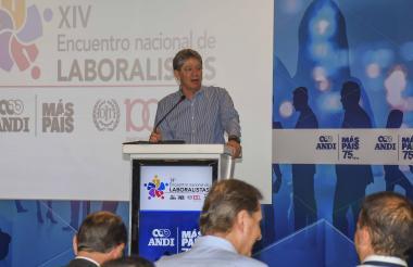 El presidente de la Andi, Bruce Mac Master, instala el Encuentro Nacional de Laboralistas de la Andi.