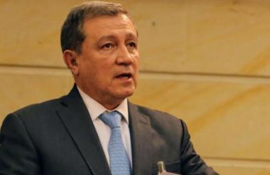 El presidente del Senado, Ernesto Macías.