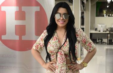 Ana Del Castillo en su visita a las instalaciones de EL HERALDO.