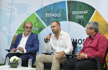 Fernando Vicario, Camilo Cepeda y Alberto Manotas durante el panel.
