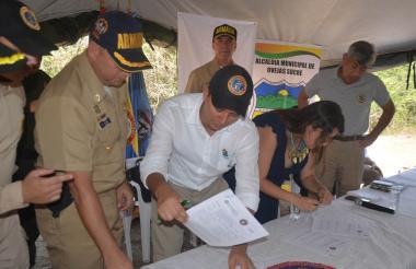 Las autoridades de Sucre recibieron un territorio libre de minas antipersonas en Ovejas y Chalán.