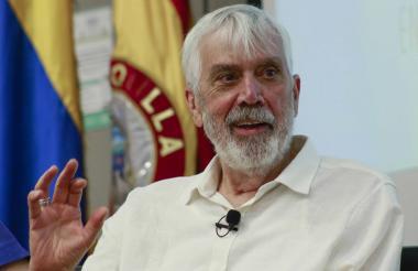 Salomón Kalmanovitz, economista barranquillero, recibió distinción en el auditorio de la Uninorte.