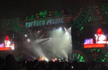 El escenario principal durante la presentación de Twenty One Pilots.