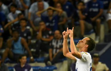 Renato festejando un gol con el Cruzeiro de Brasil.
