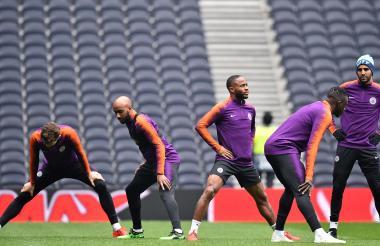 Stones, Delph, Sterling, Mendy y Mahrez, del City, en el entrenamiento de ayer.