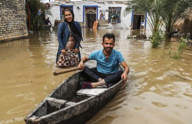 El sábado también ordenaron la evacuación de seis ciudades amenazadas por las crecidas.