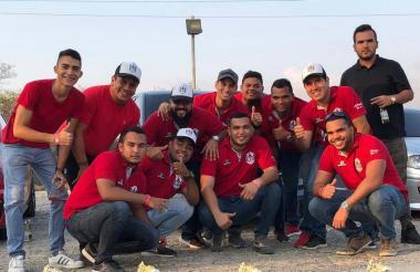 Integrantes del Cartagena Motors Club en una válida de piques cuarto de milla.