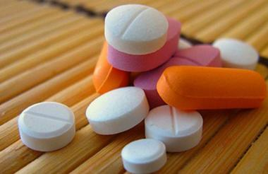 Las autoridades han intensificado los esfuerzos para tratar de reducir el número de muertes por opioides, como la distribución de kits de naloxona para tratar las sobredosis.