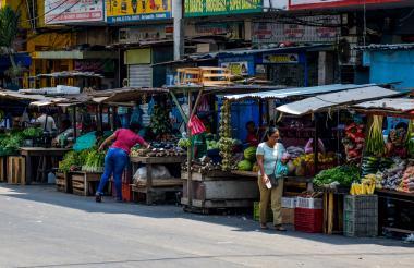 Varios vendedores estacionarios en la zona centro de Barranquilla.