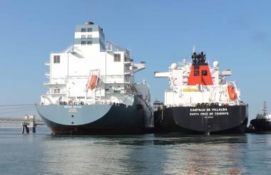 Barco metanero.