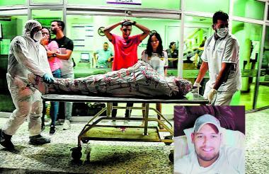 Agentes de la Sijín hicieron las diligencias de levantamiento del cuerpo de Jonathan Gutiérrez Castro en la Clínica Centro donde llegó sin signos vitales.