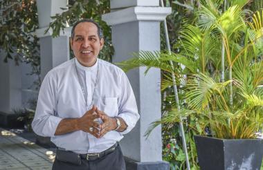 Monseñor Pablo Salas recibió a EL HERALDO en la sede de la Curia Arquidiocesana.