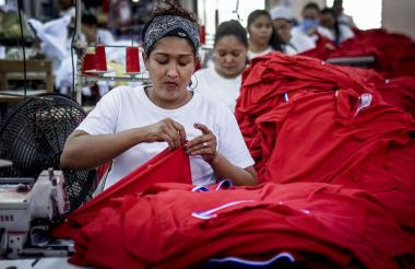 Operaria de una empresa del sector de confecciones en Barranquilla.