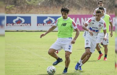 El chileno Matías Fernández será el encargado nuevamente de las ideas en el Junior.
