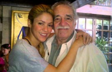Gabriel García Márquez y la cantante barranquillera Shakira en la casa del escritor en Ciudad de México.