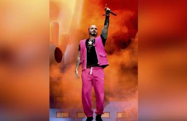 J Balvin supo cómo hipnotizar al público con su reggaetón.