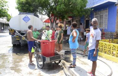El plan de contingencia consiste en llevar agua en carrotanques a todos los sectores de Santa Marta.