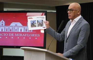 El ministro de Comunicación de Venezuela, Jorge Rodríguez, en la rueda de prensa de este martes.
