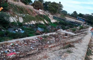 Así luce el arroyo El Platanal en Soledad.