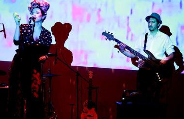 La banda Sol Okarina en concierto.