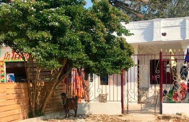 La casa está localizada en la transversal 108 con 23A en el suroccidente de la ciudad, en el barrio Los Olivos.