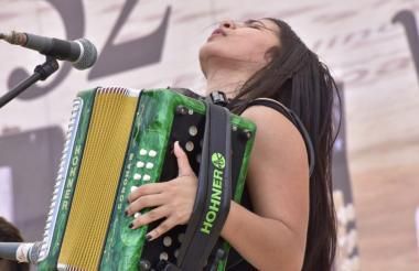 Loraine es una de las siete acordeoneras que participan en la categoría profesional.