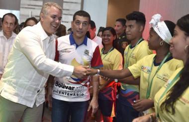 Iván Duque, presidente de Colombia junto al Gobernador Dumek Turbay.
