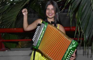 Loraine afirma que su maestro en el acordeón es su padre, Pedro Lara.