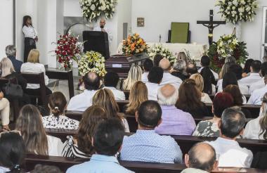 Momento de la misa en homenaje a Gabriel Eduardo Forero Sanmiguel, en la capilla del cementerio Jardines de la Eternidad.