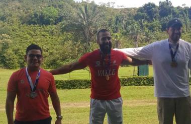 Kevin Donado (i), Camilo Penilla y Vicente Vélez.