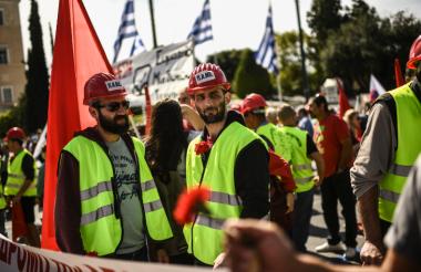 Protesta de miembros de la Unión de Trabajadores Griegos (PAME).