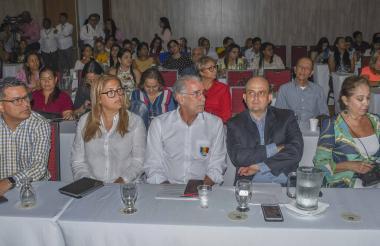 El secretario de Salud del Atlántico, Armando De la Hoz; la secretaria de Salud del Distrito, Alma Solano; el gobernador del Atlántico, Eduardo Verano, y el viceministro de Salud, Iván González, durante la socialización.