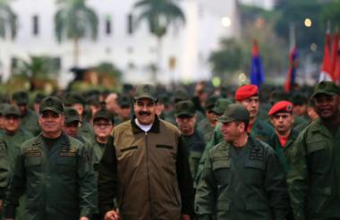 "Maduro asiste a una ""marcha para reafirmar la lealtad absoluta ""del ejército venezolano."