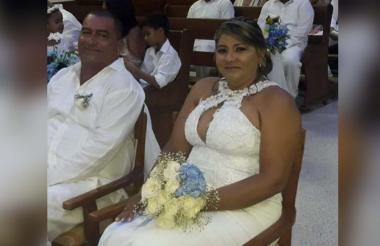 Cornelio Villadiego Contreras y su esposa Bercy Suárez Puello, en su matrimonio.