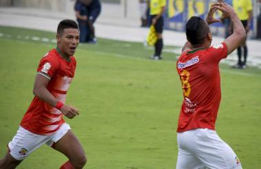 Carlos Esparragoza (8) marcó el segundo tanto.