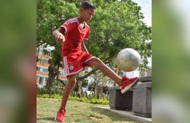 Jean Paul, de 10 años, admira a Cristiano Ronaldo y es hincha del Real Madrid.