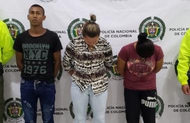 Los tres capturados fueron señalados de participar en la masacre ocurrida en el barrio Mocarí. En el centro de la foto Eloina Muñoz, alias Nikita o la Mona.