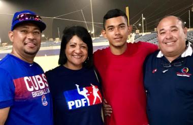 Jorge Martínez (rojo) junto a Sofano Villar, Erika Crisson y Carlos Martínez.