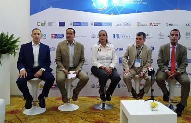 Carlos Callejas, Cecilia Arango, Carlos Llorens y Francisco García en el preámbulo del foro.