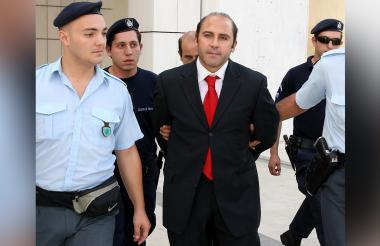 Algunos de los criminales más peligrosos de Australia podrían anular sus condenas luego de las revelaciones de que su abogado defensor estaba entregando secretamente información a la policía.