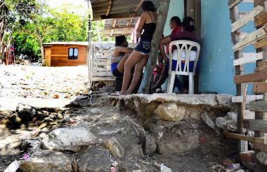 Los desniveles en este sector de Villa del Rosario ocasionan el estancamiento de aguas en la calle.