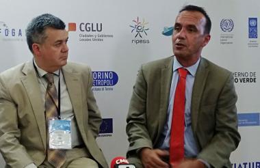 Carles Lorens y Francisco García en el préambulo del Foro de Desarrollo Económico en el centro de convenciones Blue Gardens en Barranquilla.