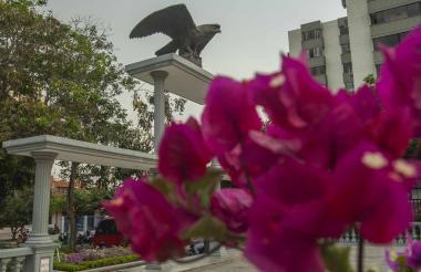 Se espera que con la restauración, el Monumento a la Aviación, ubicado en el Parque los Fundadores, recupere la forma original de su pedestal.