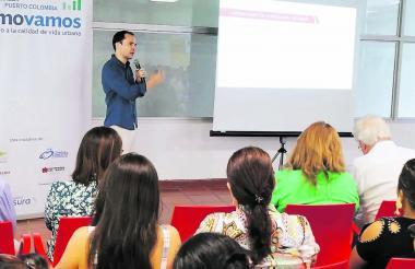 Manuel Fernández, director de Cómo Vamos, presenta los resultados de la encuesta realizada en Soledad.