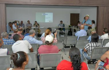 Aspecto de la reunión con la comunidad de La Chinita.