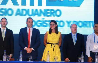 La Ministra de Transporte, Angela Orozco durante la apertura del Simposio Aduanero, Logístico y Portuario en Combarranquilla Country.