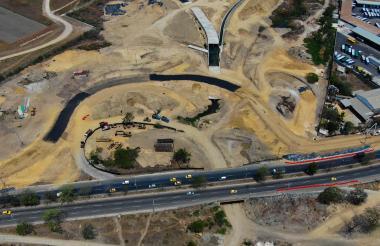 Zona de la calle 30 donde se está construyendo el puente de La Virgencita.